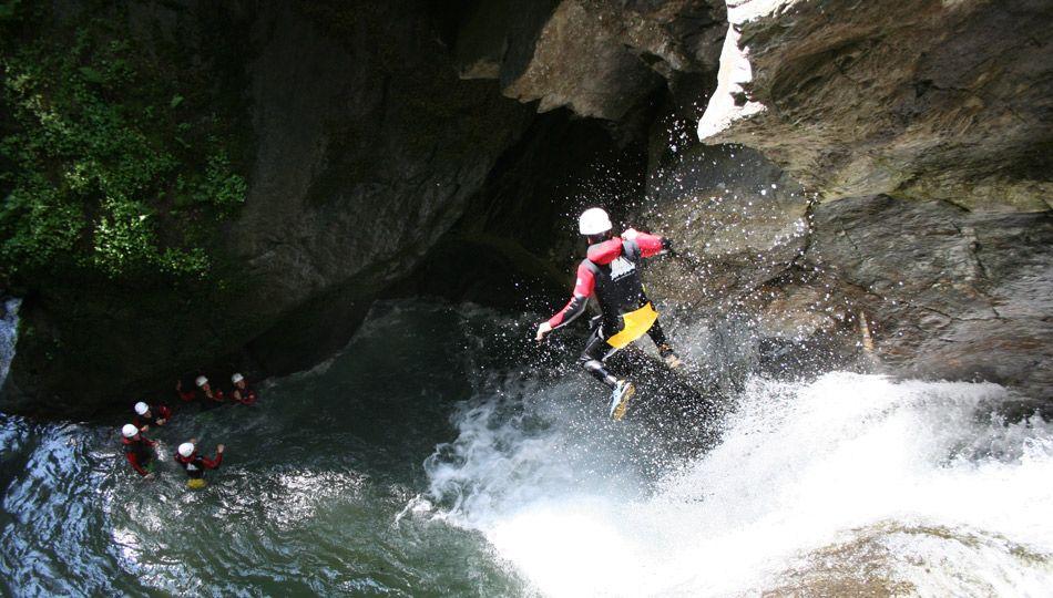 canyoning / kajak / paraglaid / rafty